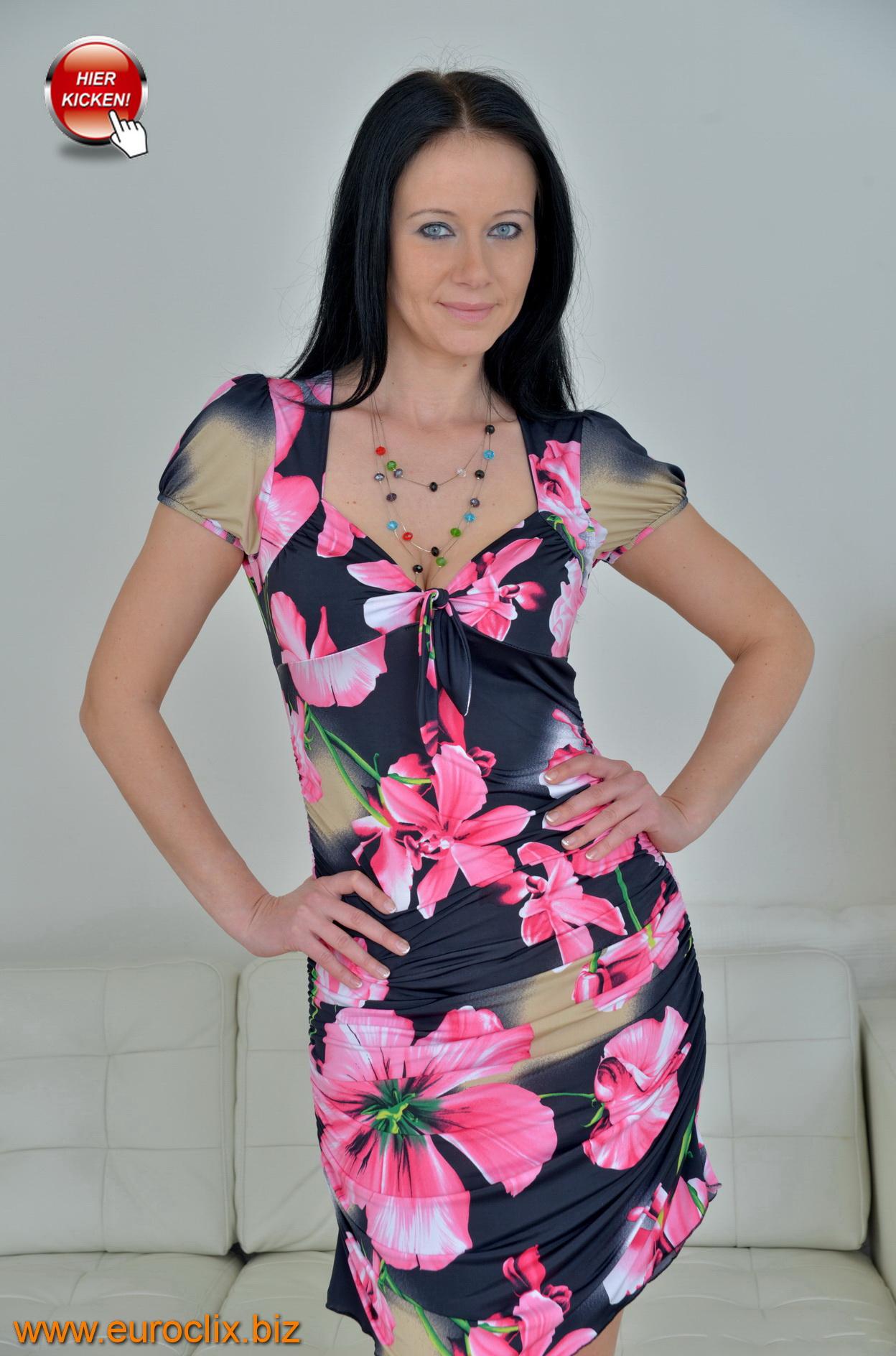 Die rassige, schwarzhaarige Anna (43) aus Hannover
