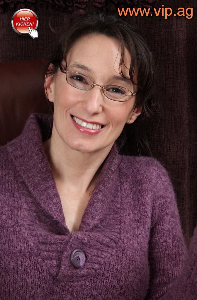 Singledame Rita aus Nürnberg mit dezenter Brille