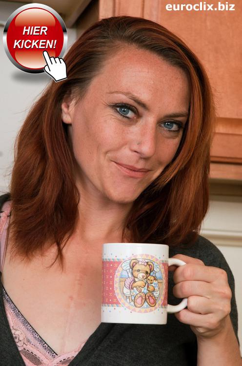 Eine reife Mutti aus Stuttgart lädt zu einer Tasse Kaffee ein