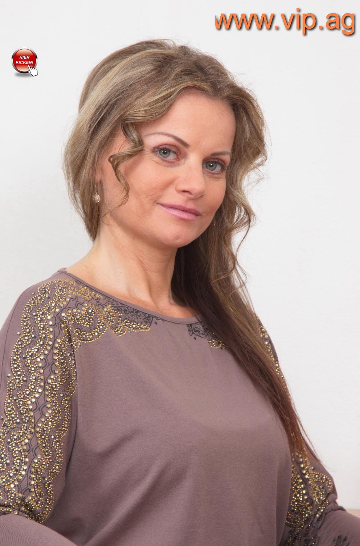 Annette aus Nürnberg ist bereits 50 Jahre alt.